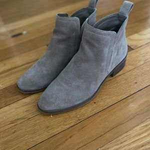 Dolce Vita Ankle Boot in light taupe